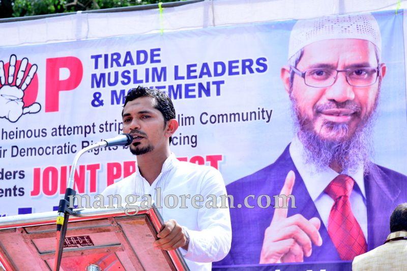 image007muslim-organisation-zakir-naik-protest-20160715-007