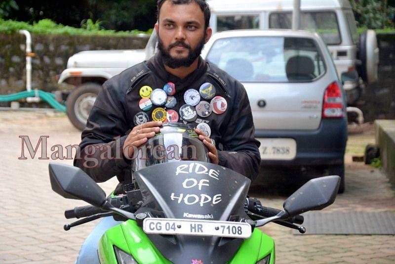 image008''Ride-of-Hope-Biker-brings-Awareness-Cancer-01-07072016-008