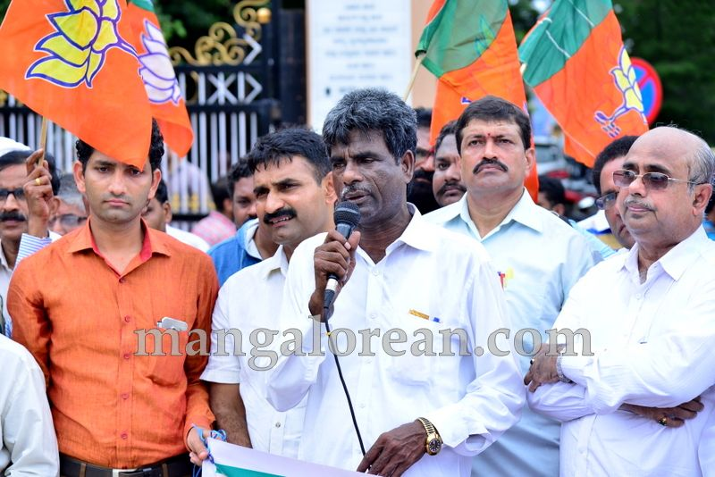 image008bjp-protest-20160709-008
