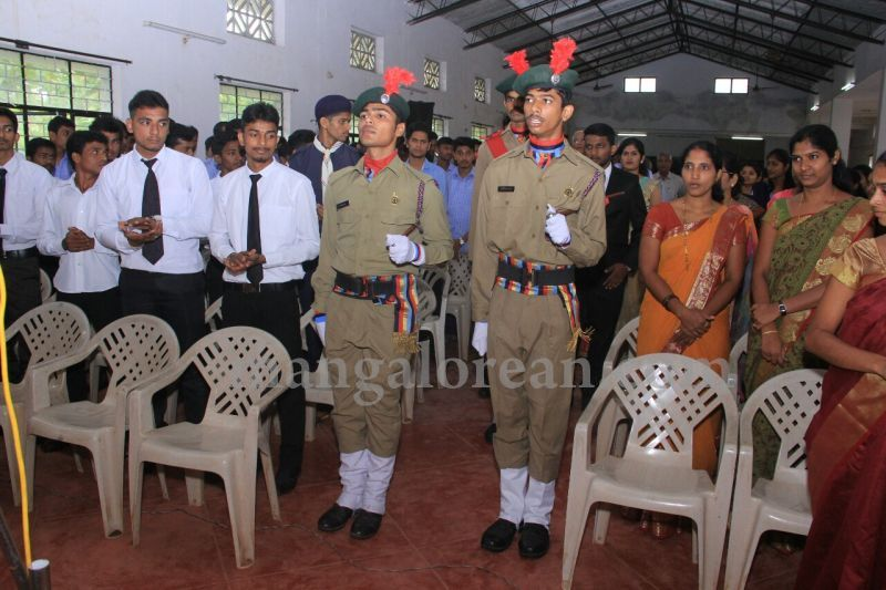 image008fx-gomes-inaugurates-student-council-at-st-mary's-college-shirva-20160723