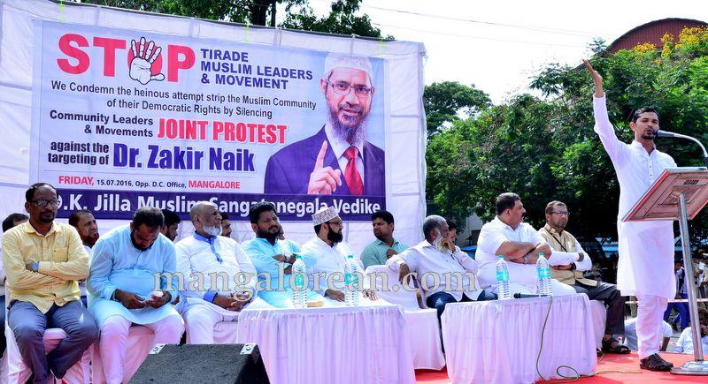 image008muslim-organisation-zakir-naik-protest-20160715-008