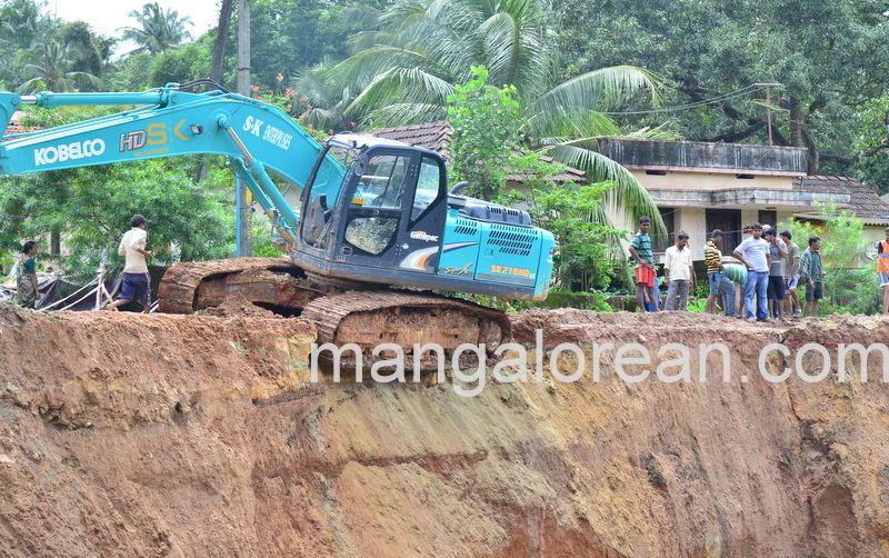image008railway-tunnel-konguru-landslide-20160716-008