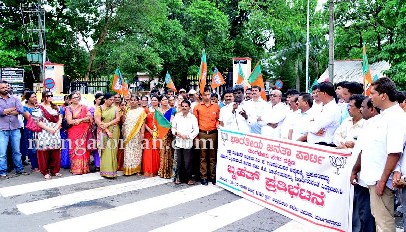 image009bjp-protest-20160709-009