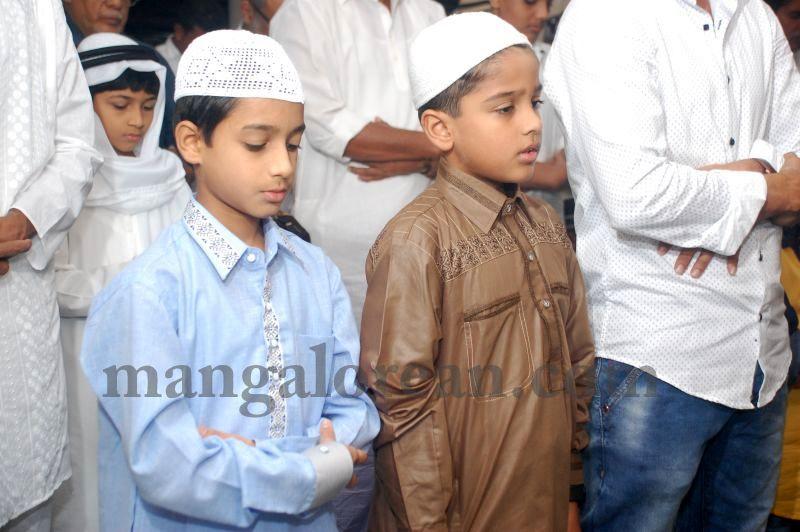 image009muslim-brethren-celebrate-eid-ul-Fitr-with-festive-fervour-20160706