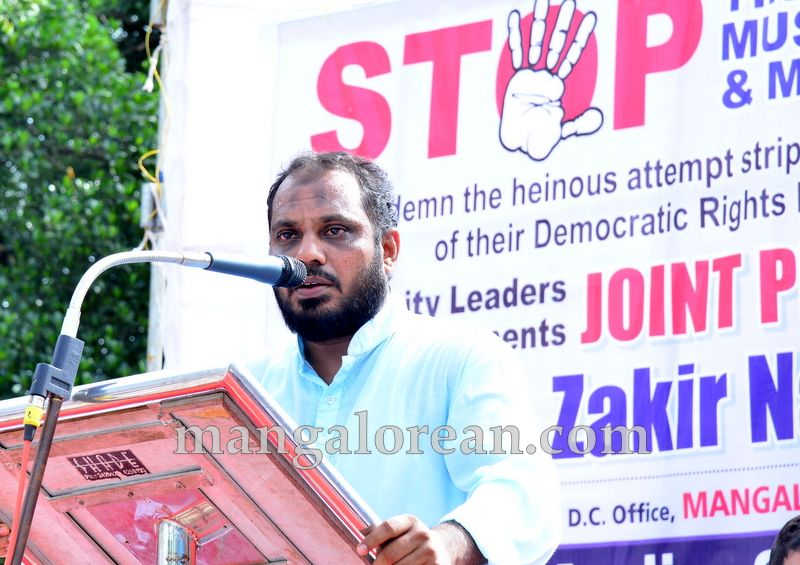 image011muslim-organisation-zakir-naik-protest-20160715-011