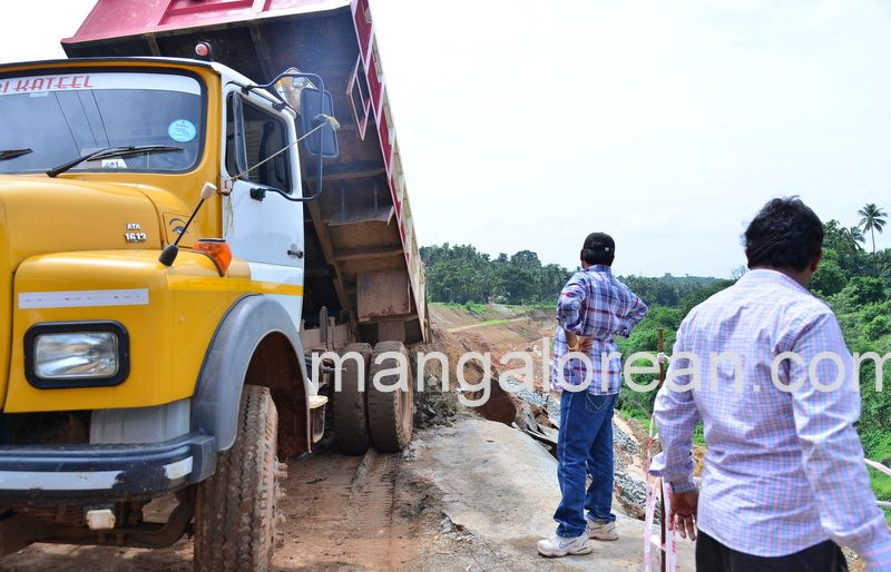 image011railway-tunnel-konguru-landslide-20160716-011