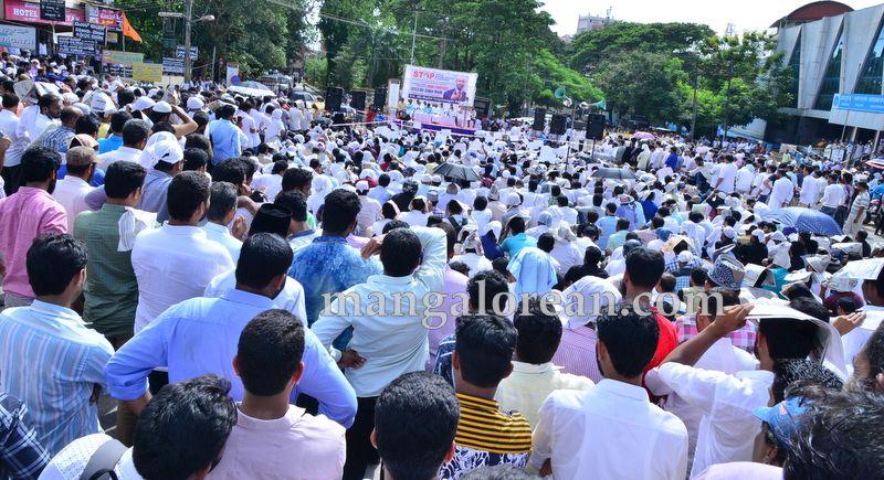 image012muslim-organisation-zakir-naik-protest-20160715-012