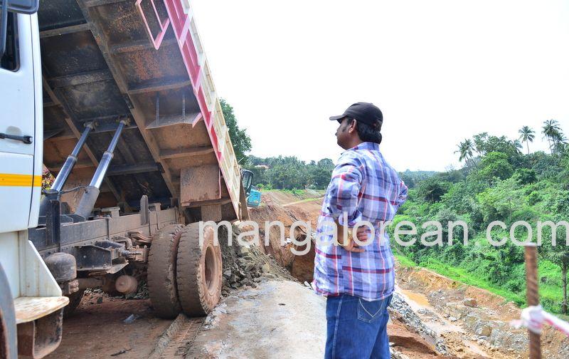 image012railway-tunnel-konguru-landslide-20160716-012