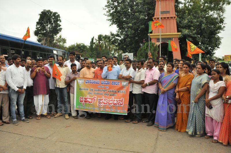 image013BJP-demands-to-handover-dySP-ganapathi-case-to-CBI-20160709