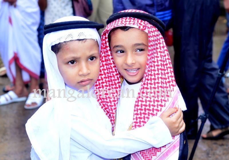 image013Muslim-Fraternity-Celebrates-Eid-Ul-Fitr-20160705-013