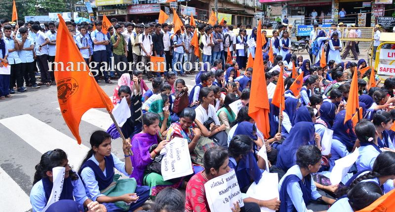 image013abvp-protest-20160709-013