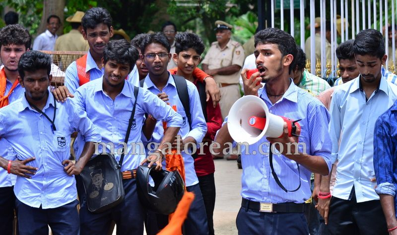 image014abvp-protest-20160709-014