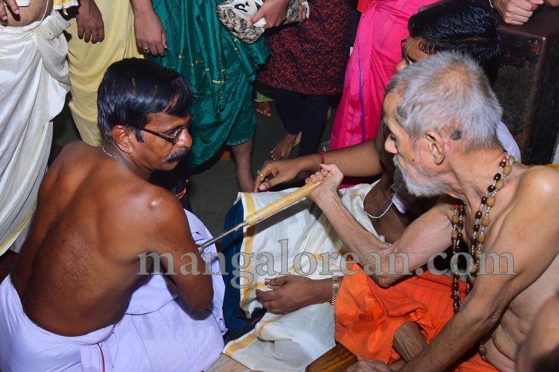 image014tapta-mudra-dharana-in-krishna-temple-20160715