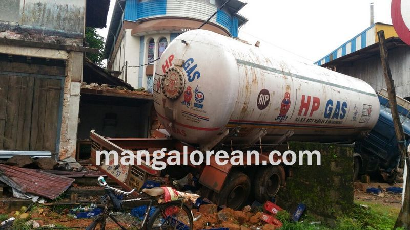 image015gas-tanker-crashed-thekkatte-20160730-015