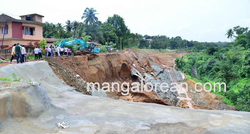 image015railway-tunnel-konguru-landslide-20160716-015