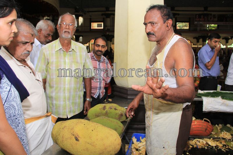image017state-level-jackfruit-mela-attracts-good-crowd-201607-01