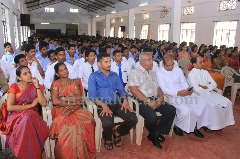 image021fx-gomes-inaugurates-student-council-at-st-mary's-college-shirva-20160723