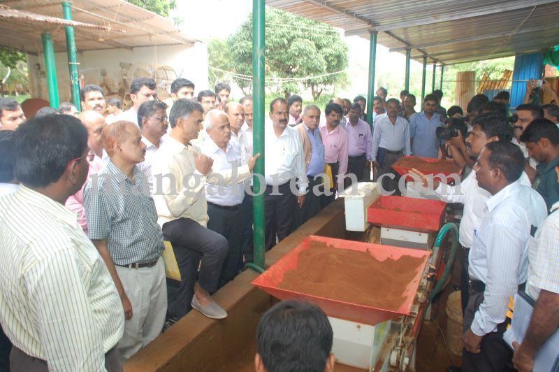 image021krishna-byre-gowda-launches-mechanised-paddy-cultivation-campaign-20160710