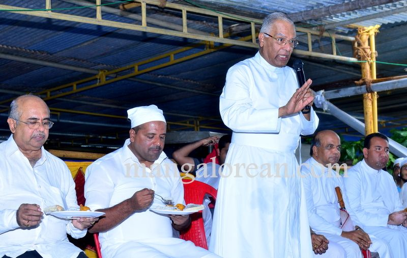 image023Muslim-Fraternity-Celebrates-Eid-Ul-Fitr-20160705-023