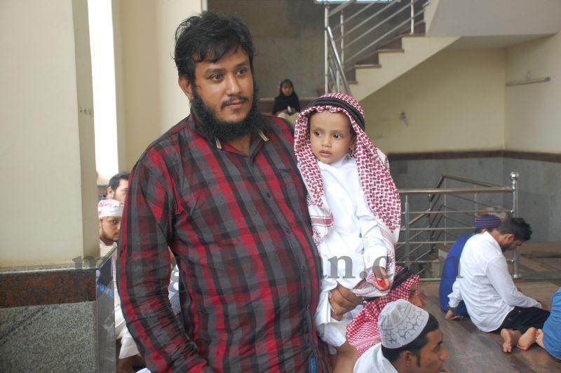 image058muslim-brethren-celebrate-eid-ul-Fitr-with-festive-fervour-20160706