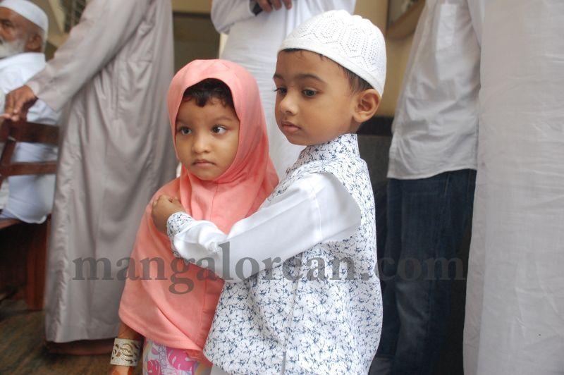 image068muslim-brethren-celebrate-eid-ul-Fitr-with-festive-fervour-20160706