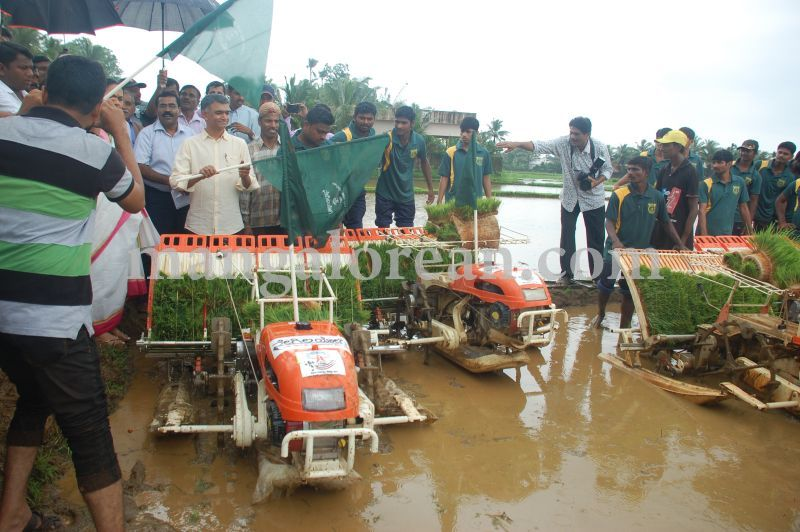 image069krishna-byre-gowda-launches-mechanised-paddy-cultivation-campaign-20160710