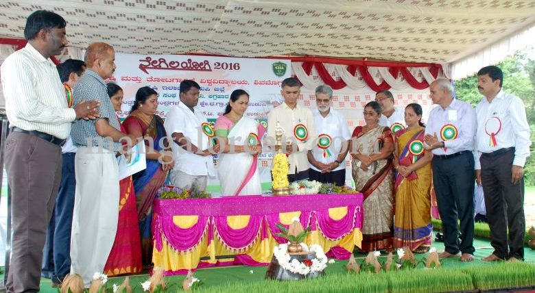 image097krishna-byre-gowda-launches-mechanised-paddy-cultivation-campaign-20160710