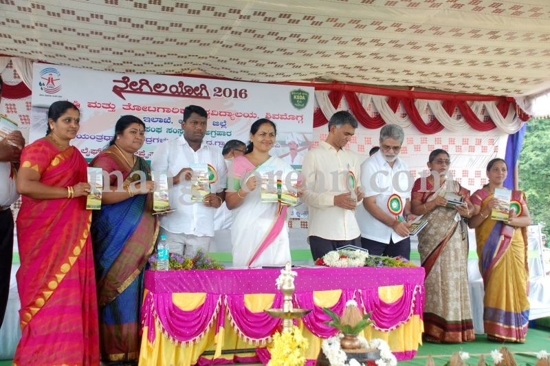 image115krishna-byre-gowda-launches-mechanised-paddy-cultivation-campaign-20160710