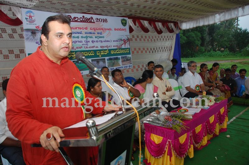 image125krishna-byre-gowda-launches-mechanised-paddy-cultivation-campaign-20160710