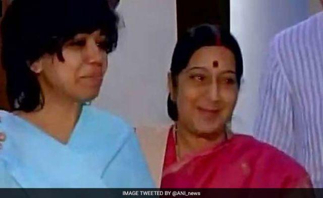 sushma-swaraj-with-judith-01