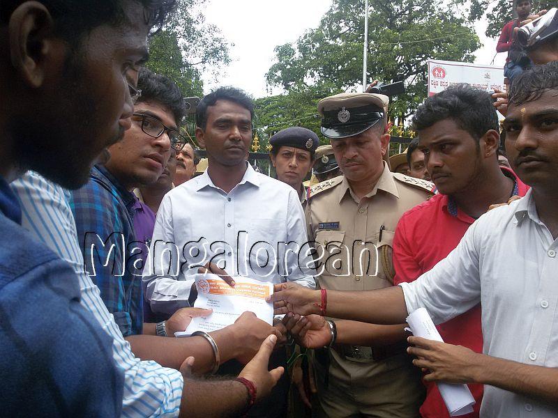 ABVP-protest-DC-Jagadeesha (2)