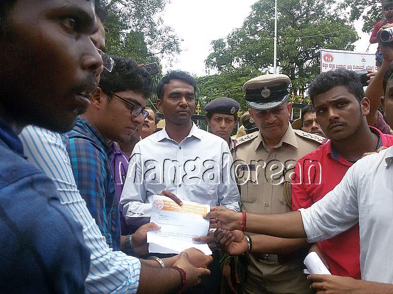 ABVP-protest-DC-Jagadeesha (3)