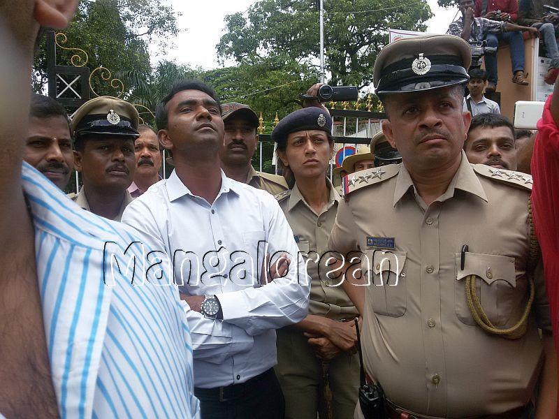 ABVP-protest-DC-Jagadeesha (4)