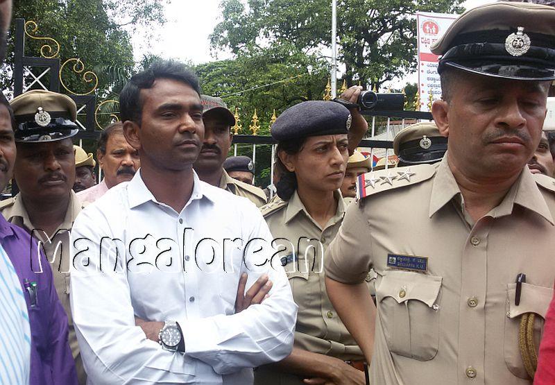 ABVP-protest-DC-Jagadeesha (5)