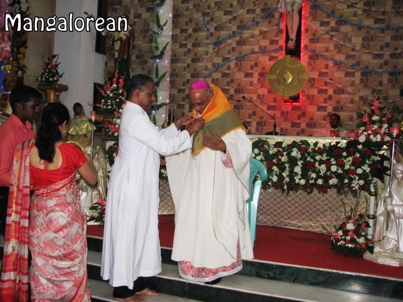 Archbishop-Moras-urges-become innocent-like-little-children (10)