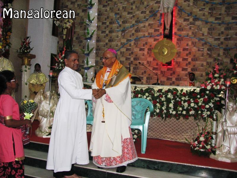Archbishop-Moras-urges-become innocent-like-little-children (14)