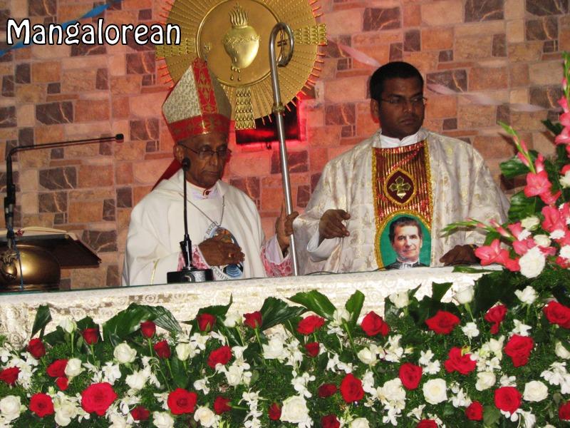 Archbishop-Moras-urges-become innocent-like-little-children (25)