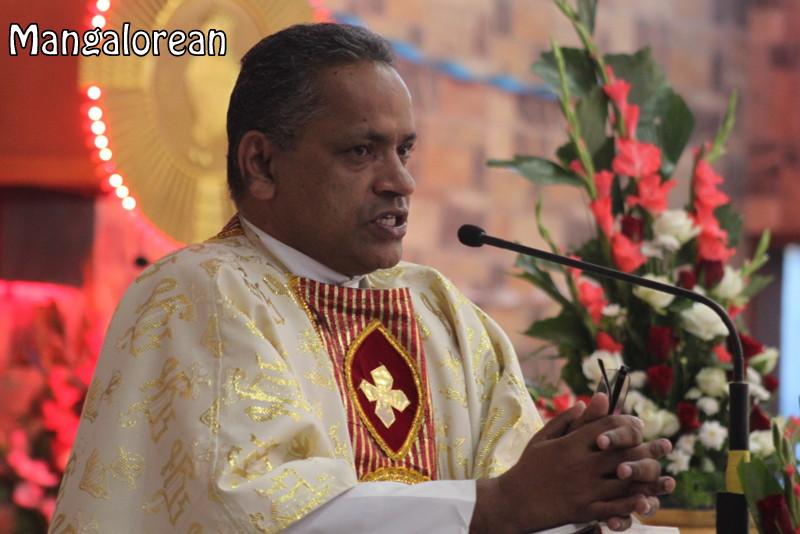 Archbishop-Moras-urges-become innocent-like-little-children (41)