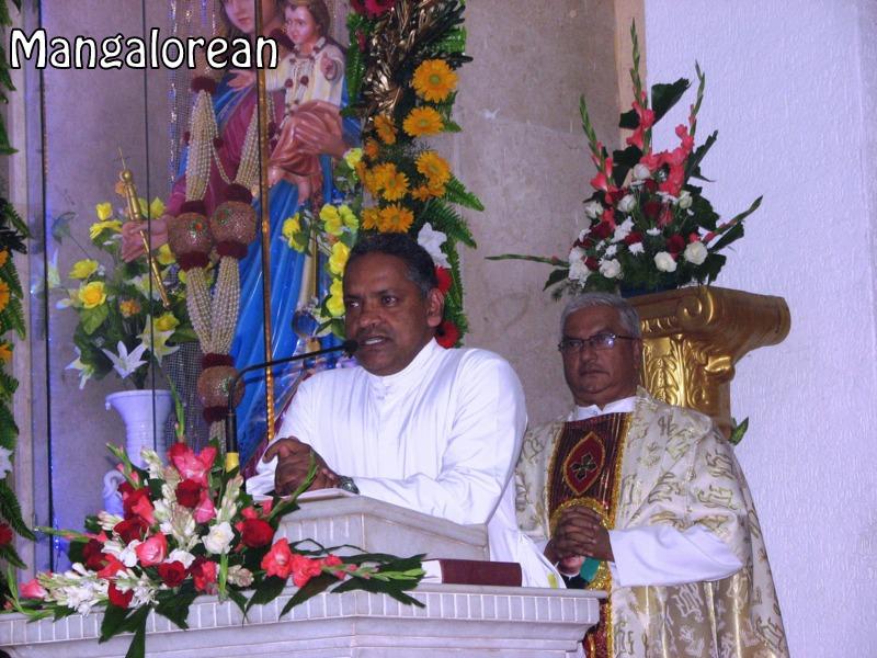 Archbishop-Moras-urges-become innocent-like-little-children (8)