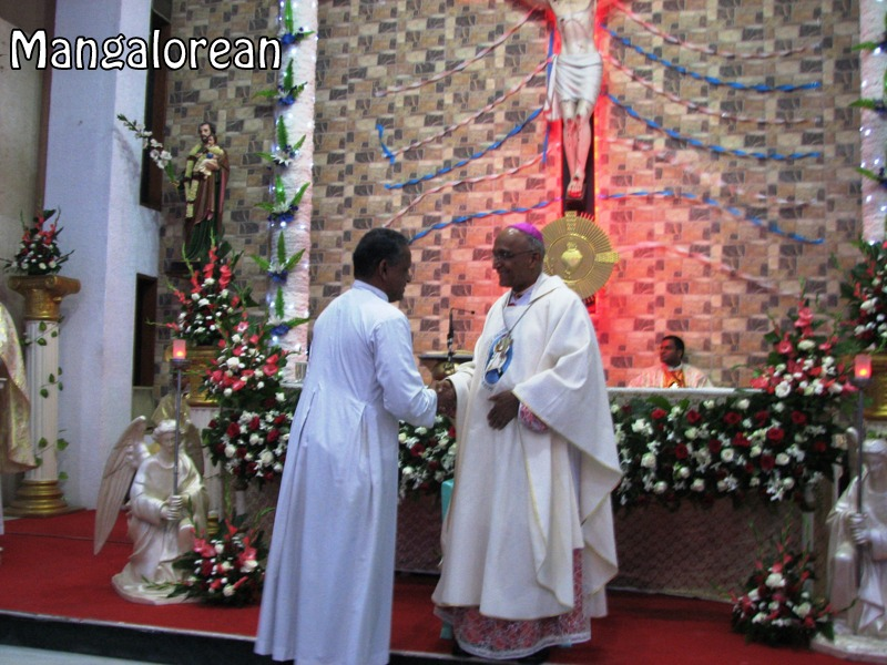 Archbishop-Moras-urges-become innocent-like-little-children (9)