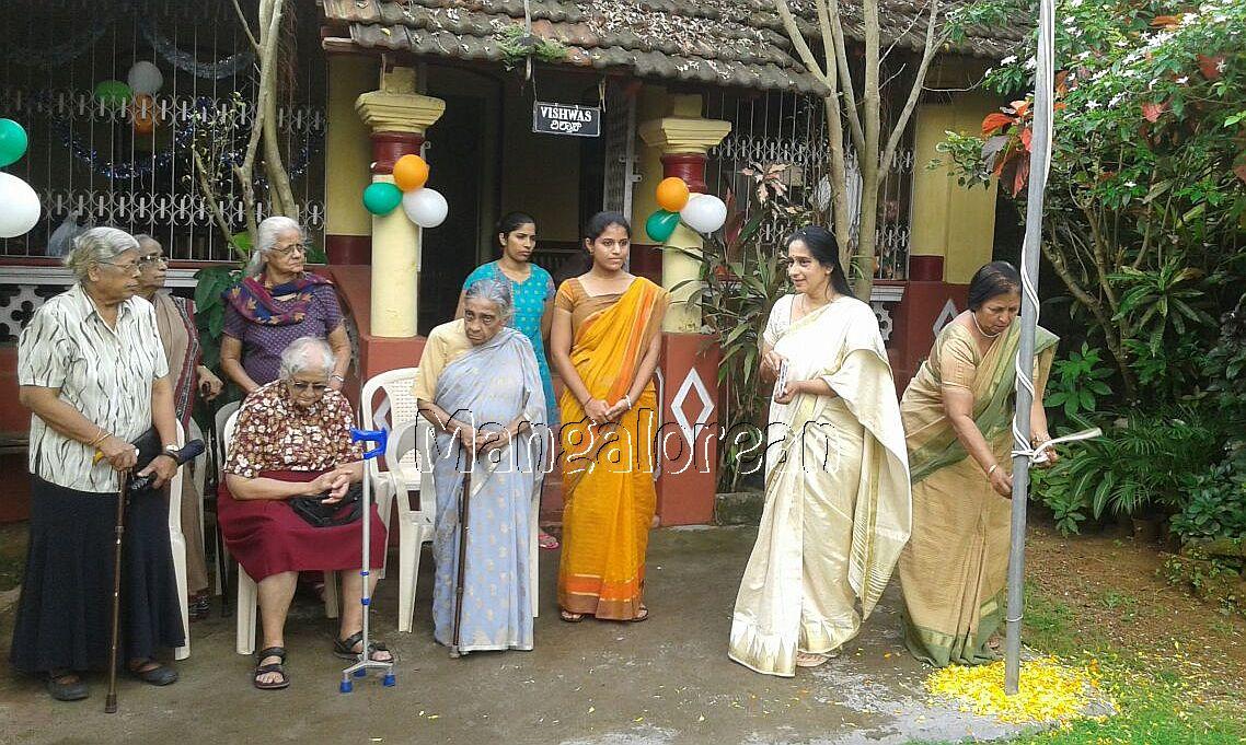 I-day-celebrated-vishwas-trust (13)
