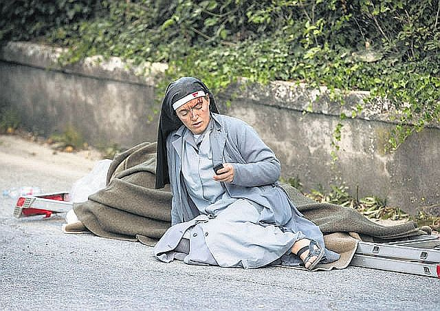 Italian-Nun-Survived-Earthquake (2)