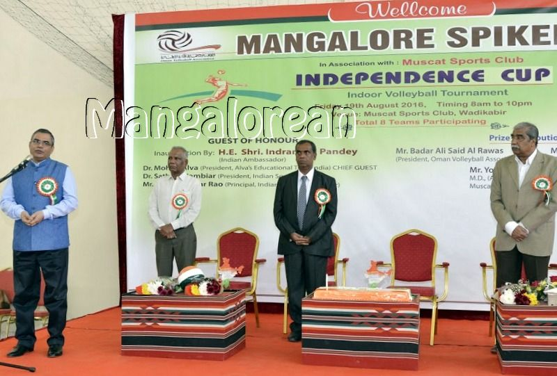 Mangalore-Spikers-thrilling-Indoor-Volleyball-Tournament-Independence-Cup-2016 (12)