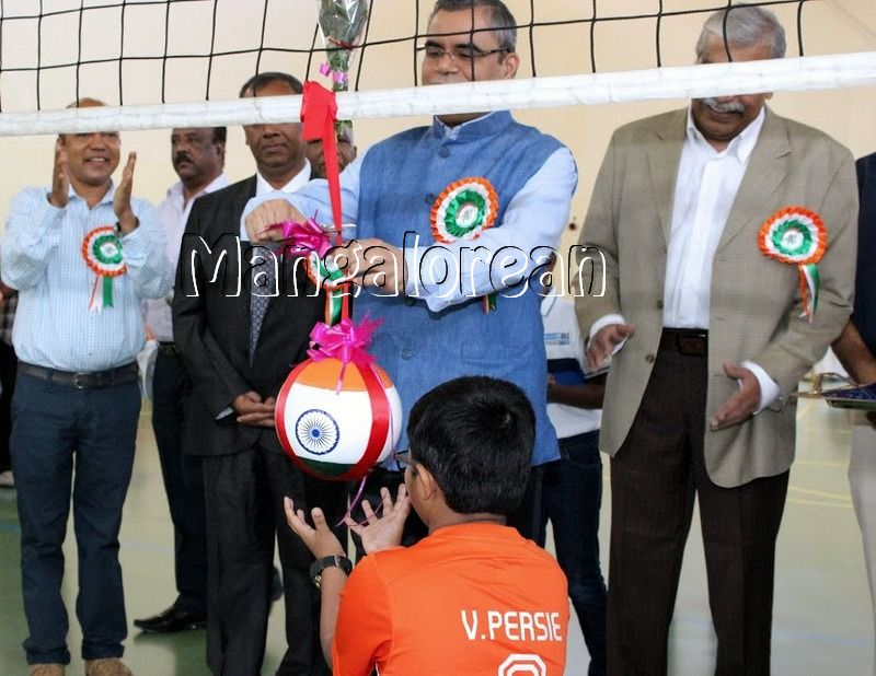 Mangalore-Spikers-thrilling-Indoor-Volleyball-Tournament-Independence-Cup-2016 (23)