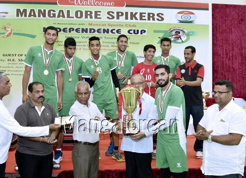 Mangalore-Spikers-thrilling-Indoor-Volleyball-Tournament-Independence-Cup-2016 (5)