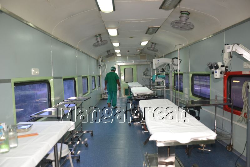 Medical-Check-Up-on-Lifeline-Express-Hospital-Train (35)