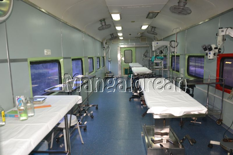 Medical-Check-Up-on-Lifeline-Express-Hospital-Train (37)
