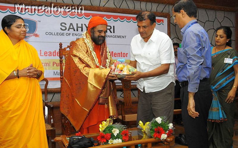 Value-Driven-Leadership-Sahyadri-01
