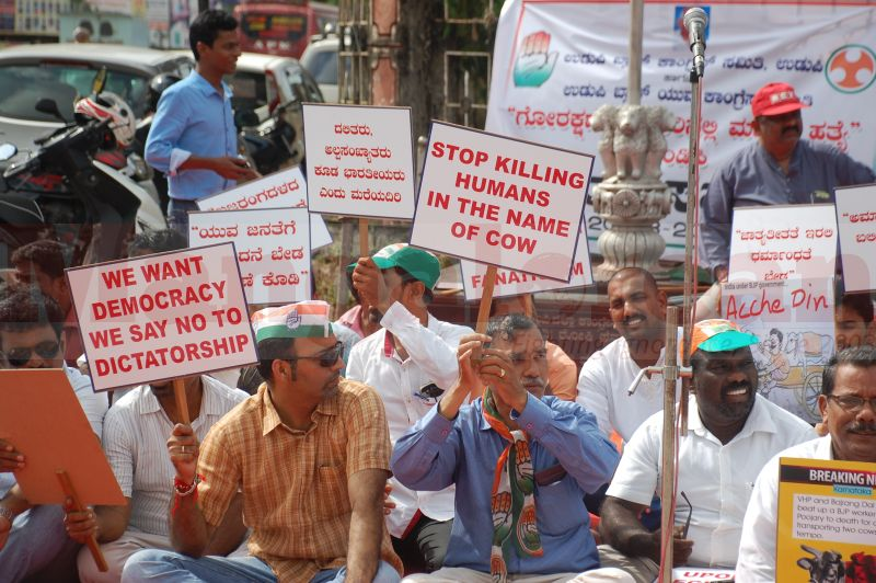 block-congress-protest-udupi-praveen-poojary-20160820-01