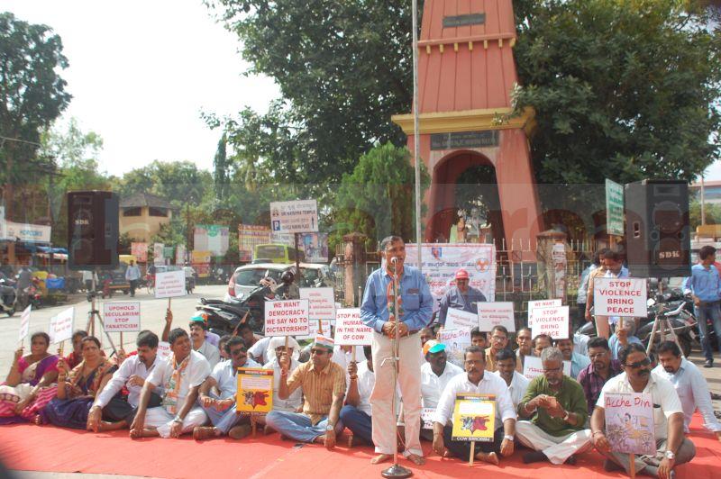 block-congress-protest-udupi-praveen-poojary-20160820-03